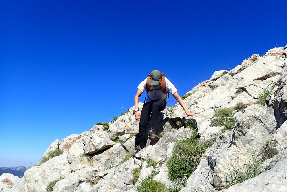 Progresando por terreno difícil en el Pedraforca